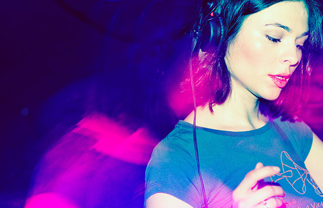 beautiful-female-djs-2